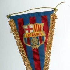 Coleccionismo deportivo: BANDERIN PENNANT ANTIGUO FÚTBOL VINTAGE - F.C.BARCELONA CLUB FÚTBOL BARCELONA CF. Lote 154800594