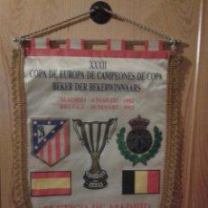 Coleccionismo deportivo: BANDERÍN RECOPA 1992 AT.MADRID-BRUJAS. Lote 156766314