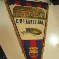 Coleccionismo deportivo: BANDERIN CLUB DE FUTBOL BARCELONA AÑO 1972 - MEDIDA 55X30 CM BUEN ESTADO. Lote 158333566