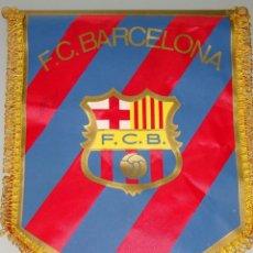 Coleccionismo deportivo: BANDERÍN DE FÚTBOL. AÑOS 70. FC BARCELONA. 32 CM. Lote 159182618