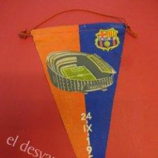 Coleccionismo deportivo: CF BARCELONA. BANDERÍN INAUGURACIÓN CAMP NOU. AÑO 1957. Lote 160320718