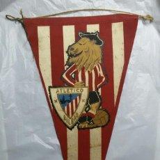 Coleccionismo deportivo: ANTIGUO BANDERÍN DE FUTBOL EMBLEMA ATLETICO DE BILBAO (ATHLETIC BILBAO) LEONES. Lote 162490622