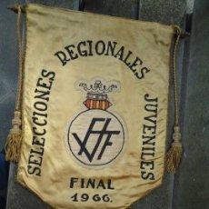Coleccionismo deportivo: BANDERÍN SELECCIONES REGIONALES JUVENILES 1966 DE GRAN TAMAÑO 76 X 50 CM. RARO CON ESCUDO VALENCIA. Lote 162598694