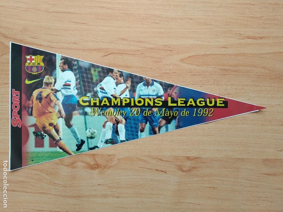 LOS BANDERINES DEL BARÇA 98 / 99 , BANDERIN ADHESIVO DE CHAMPIONS WEMBLEY , 1998 - 1999 NIKE SPORT (Coleccionismo Deportivo - Banderas y Banderines de Fútbol)