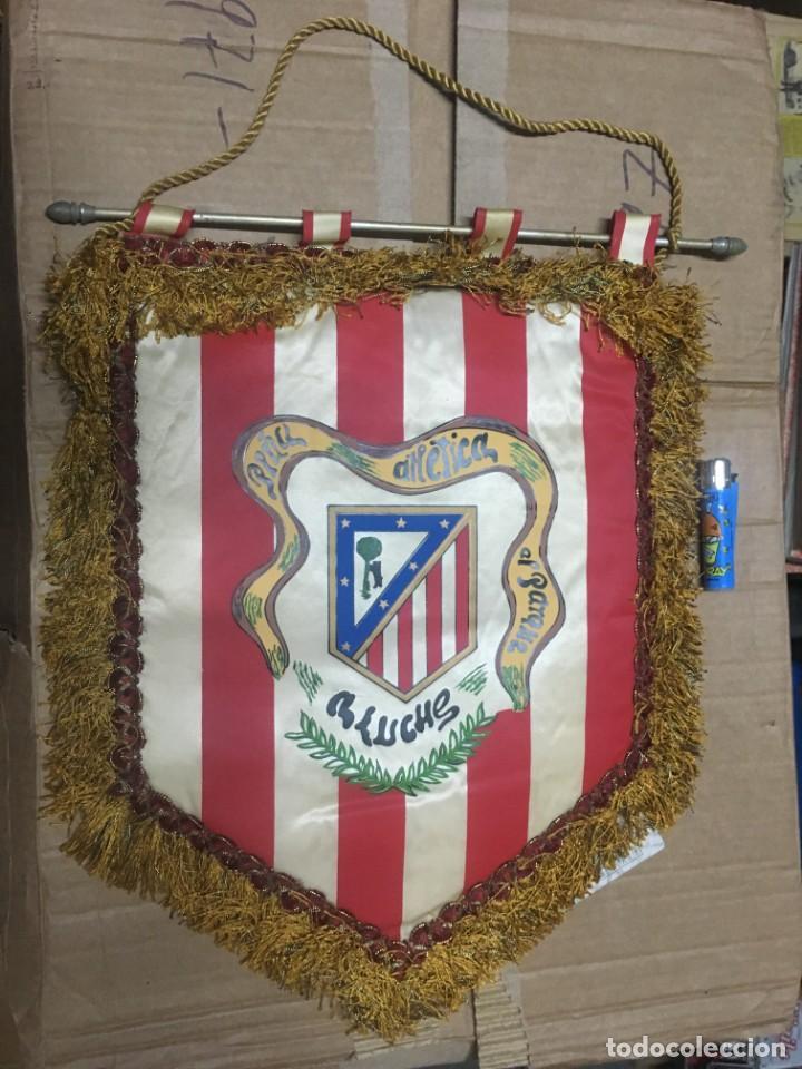 BANDERIN ATLETICO MADRID PEÑA ATLETICA EL PARQUE ALUCHE (Coleccionismo Deportivo - Banderas y Banderines de Fútbol)