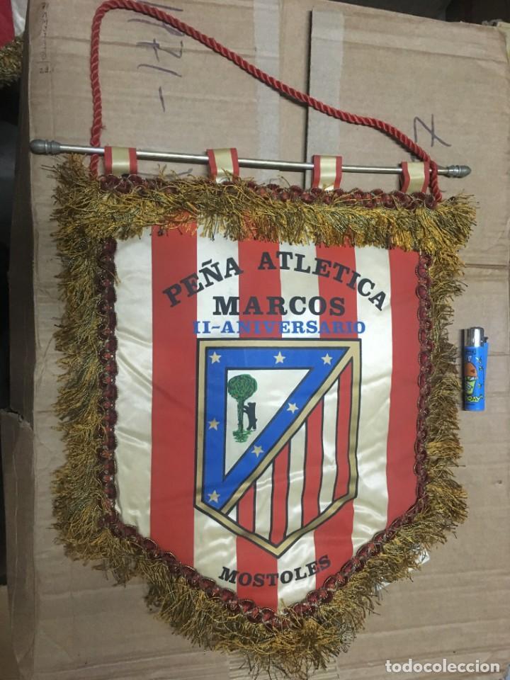 BANDERIN ATLETICO MADRID PEÑA ATLETICA MARCOS II ANIVERSARIO MOSTOLES (Coleccionismo Deportivo - Banderas y Banderines de Fútbol)