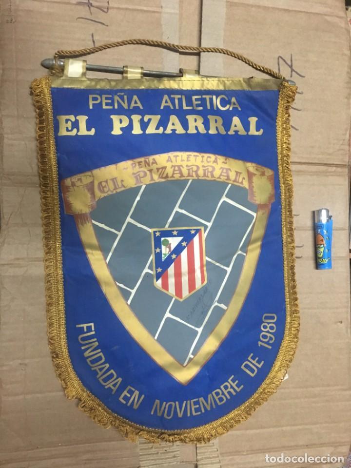 BANDERIN ATLETICO MADRID PEÑA ATLETICA EL PIZARRAL FUNDADA EN NOVIEMBRE DE 1980 (Coleccionismo Deportivo - Banderas y Banderines de Fútbol)