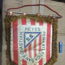 Coleccionismo deportivo: BANDERIN ATLETICO MADRID PEÑA ATLETICA SAN SEBASTIAN DE LOS REYES IX ANIVERSARIO 1980 AUTOGRAFOS. Lote 164767410