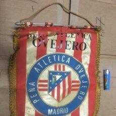 Coleccionismo deportivo: BANDERIN ATLETICO MADRID PEÑA ATLETICA OVEJERO MADRID VIII ANIVERSARIO AUTOGRAFOS FIRMAS. Lote 164767554