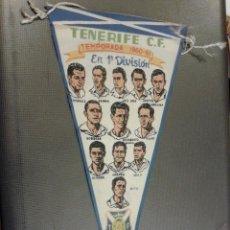 Coleccionismo deportivo: BANDERÍN TENERIFE CLUB DE FUTBOL. TEMPORADA 1960-61 EN 1ª DIVISIÓN. JUGADORES.. Lote 165044874