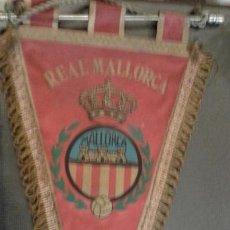 Coleccionismo deportivo: BANDERÍN ORIGINAL DE FUTBOL REAL MALLORCA AÑOS 50/60. MEDIDA 35 CM. Lote 165045190