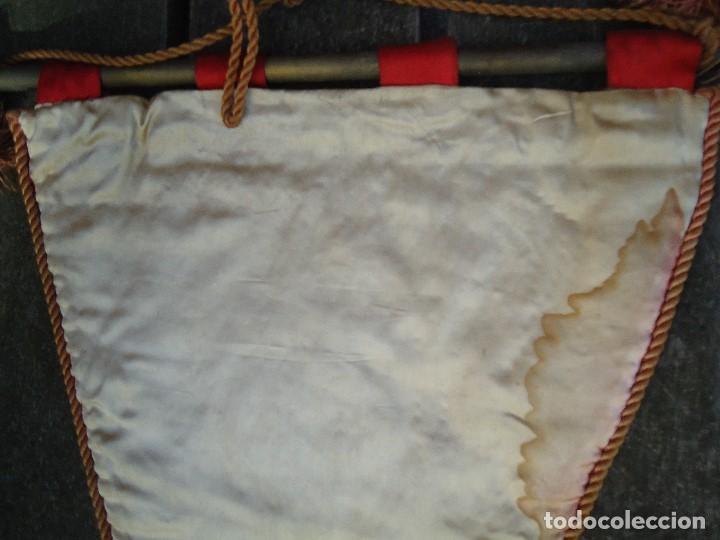 Coleccionismo deportivo: BANDERÍN DE LA FEDERACIÓN CANTABRA DE FUTBOL JUVENILES 1957 DE GRAN TAMAÑO 70 X 45 cm. RARO CON ESCU - Foto 10 - 165231890