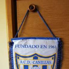 Coleccionismo deportivo: BANDERIN PENNANT OFICIAL FUTBOL ASOCIACION CLUB DEPORTIVO CANILLAS 26X32 CMS. Lote 166782046