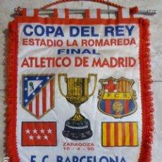 Coleccionismo deportivo: BANDERIN FINAL COPA DEL REY. ESTADIO LA ROMAREDA AT. MADRID - FC BARCELONA. 1996. 40 CM LONG. Lote 167572760