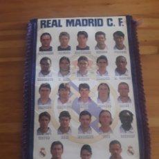 Coleccionismo deportivo: BANDERIN REAL MADRID 1997 1998 CON UNA FIRMA FUTBOL DEPORTE. Lote 168081973