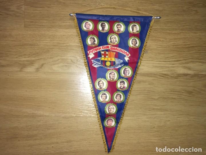 BANDERIN FUTBOL CLUB BARCELONA AÑOS 70 REXACH BIO KRANL ZUVIRIA TARRES ASENSI NEESKENS MIGUELI MORA (Coleccionismo Deportivo - Banderas y Banderines de Fútbol)