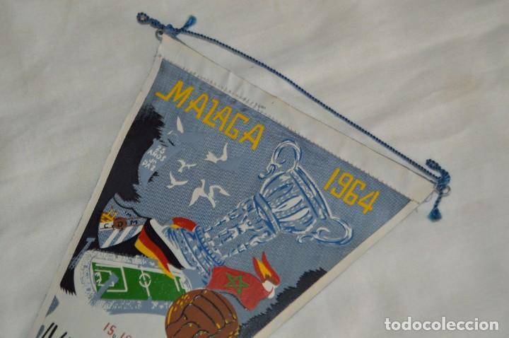 Coleccionismo deportivo: ANTIGUO BANDERÍN - MÁLAGA 1964 - IV TORNEO INTERNACIONAL DE FÚTBOL COSTA DEL SOL - 15 Y 16 AGOSTO - Foto 2 - 171027779