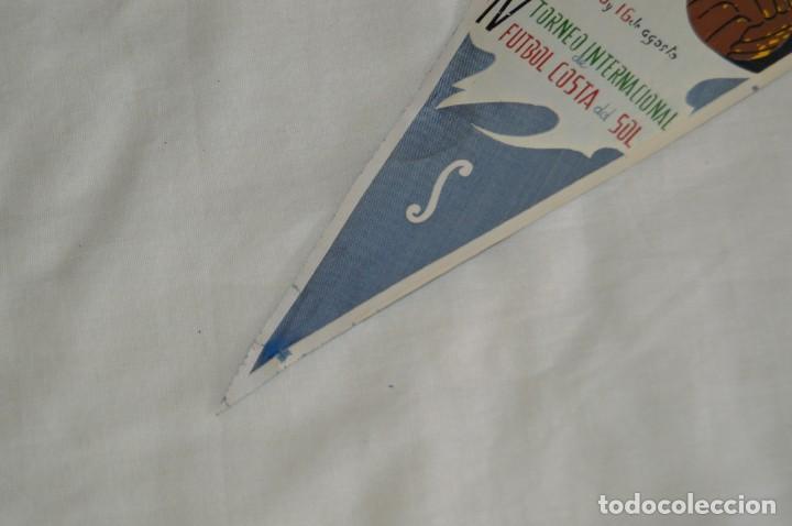 Coleccionismo deportivo: ANTIGUO BANDERÍN - MÁLAGA 1964 - IV TORNEO INTERNACIONAL DE FÚTBOL COSTA DEL SOL - 15 Y 16 AGOSTO - Foto 4 - 171027779