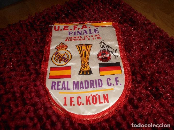 ANTIGUO BANDERIN DEL REAL MADRID FINAL COPA DE LA UEFA REAL MADRID FC KOLN (Coleccionismo Deportivo - Banderas y Banderines de Fútbol)