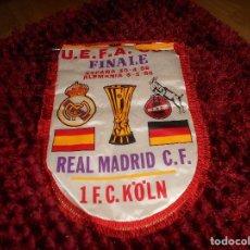 Coleccionismo deportivo: ANTIGUO BANDERIN DEL REAL MADRID FINAL COPA DE LA UEFA REAL MADRID FC KOLN. Lote 171618952