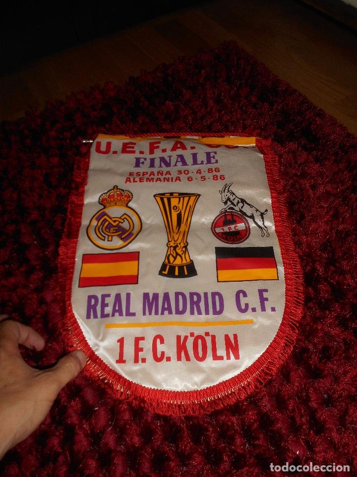 Coleccionismo deportivo: ANTIGUO BANDERIN DEL REAL MADRID FINAL COPA DE LA UEFA REAL MADRID FC KOLN - Foto 2 - 171618952
