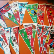 Coleccionismo deportivo: COLECCION COMPLETA BANDERINES FUTBOL . MUNDIAL 1966. 16 SELECCIONES. Lote 171666384