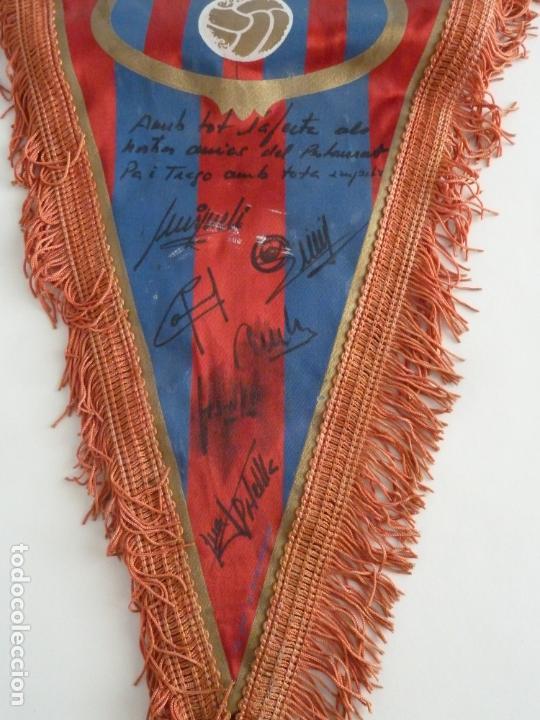 Coleccionismo deportivo: maradona banderin original futbol club barcelona firmado jugadores años 80 diego armando maradona - Foto 2 - 171998732