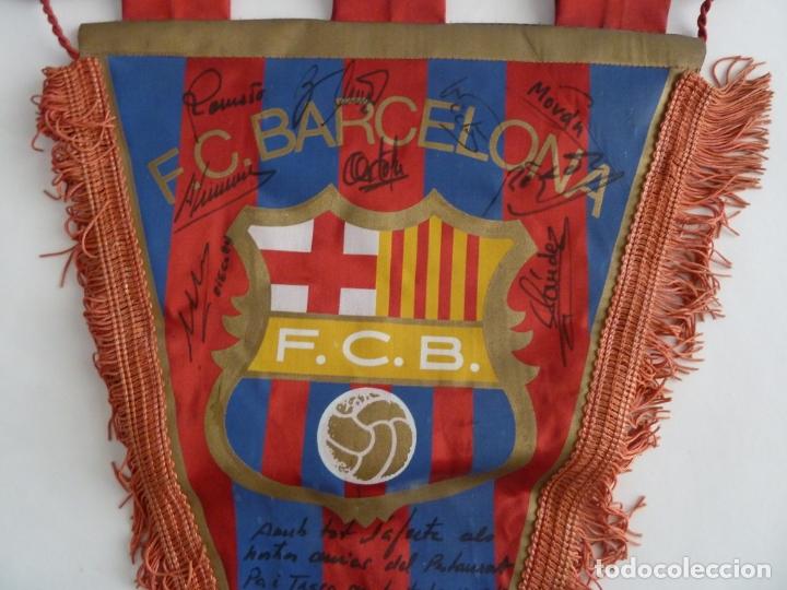 Coleccionismo deportivo: maradona banderin original futbol club barcelona firmado jugadores años 80 diego armando maradona - Foto 4 - 171998732