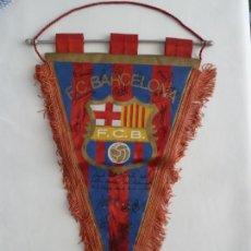Coleccionismo deportivo: MARADONA BANDERIN ORIGINAL FUTBOL CLUB BARCELONA FIRMADO JUGADORES AÑOS 80 DIEGO ARMANDO MARADONA. Lote 171998732