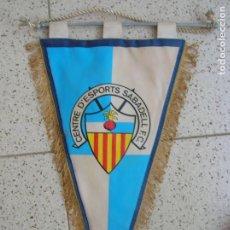 Coleccionismo deportivo: BANDERIN DEL CENTRE D'ESPORTS SABADELL F,C ,MIDE 41 DE LARGO. Lote 172110409