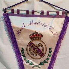 Coleccionismo deportivo: BANDERÍN REAL MADRID CLUB DE FÚTBOL PRODUCTO OFICIAL. Lote 172315143