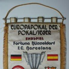 Coleccionismo deportivo: BANDERIN EUROPAPOKAL DER POKALSIEGER - FORTUNA DUSSELDORF - F.C.BARCELONA 1979.. Lote 172635304