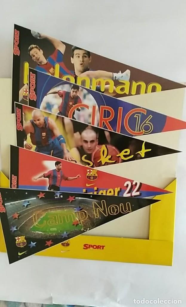 Coleccionismo deportivo: COLECCION UNICA 25 LOS BANDERINES DEL BARÇA ADHESIVOS 98/99 SPORT 30 x 15 cm NUNCA PEGADOS - Foto 4 - 177575765