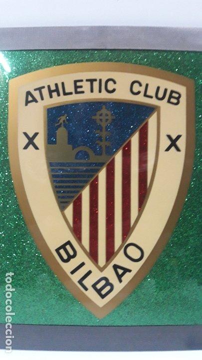 Coleccionismo deportivo: ESCUDO DEL ATHLETIC CLUB BILBAO - PARA COLGAR . ORIGINAL AÑOS 70 . MEDIDA DE FRENTE 20 CM ALTO 24 CM - Foto 2 - 177781325