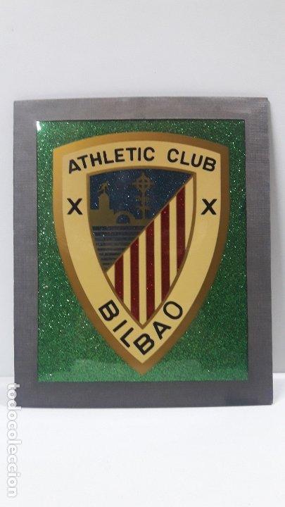Coleccionismo deportivo: ESCUDO DEL ATHLETIC CLUB BILBAO - PARA COLGAR . ORIGINAL AÑOS 70 . MEDIDA DE FRENTE 20 CM ALTO 24 CM - Foto 5 - 177781325