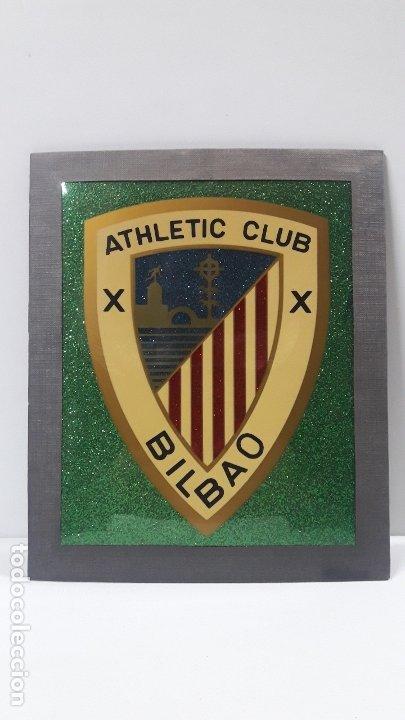 ESCUDO DEL ATHLETIC CLUB BILBAO - PARA COLGAR . ORIGINAL AÑOS 70 . MEDIDA DE FRENTE 20 CM ALTO 24 CM (Coleccionismo Deportivo - Banderas y Banderines de Fútbol)