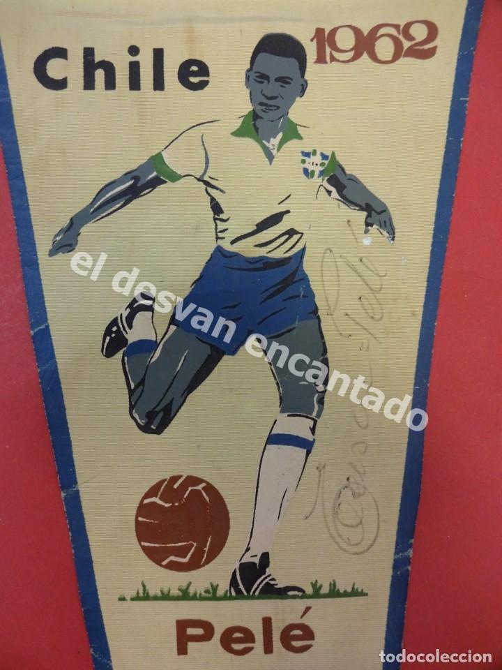 CHILE 1962. BANDERÍN PELE O MELHOR DO MUNDO. CON FIRMA AUTÓGRAFA DEL FUTBOLISTA (Coleccionismo Deportivo - Banderas y Banderines de Fútbol)