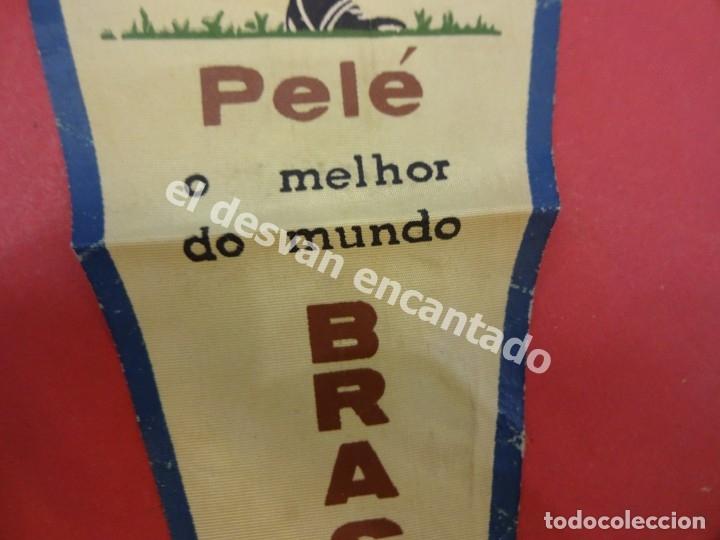 Coleccionismo deportivo: CHILE 1962. Banderín PELE o melhor do mundo. Con firma autógrafa del futbolista - Foto 3 - 178800417