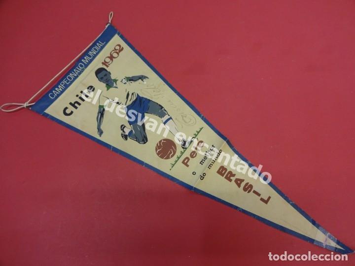Coleccionismo deportivo: CHILE 1962. Banderín PELE o melhor do mundo. Con firma autógrafa del futbolista - Foto 4 - 178800417