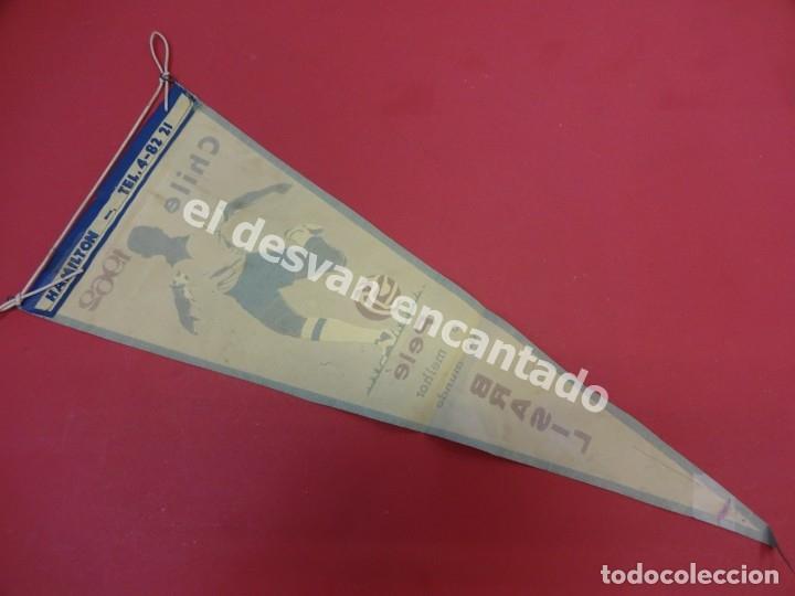 Coleccionismo deportivo: CHILE 1962. Banderín PELE o melhor do mundo. Con firma autógrafa del futbolista - Foto 6 - 178800417