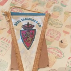 Coleccionismo deportivo: BANDERIN REAL ZARAGOZA S.A.D FIRMADO JUGADORES AÑOS 90. Lote 179227466