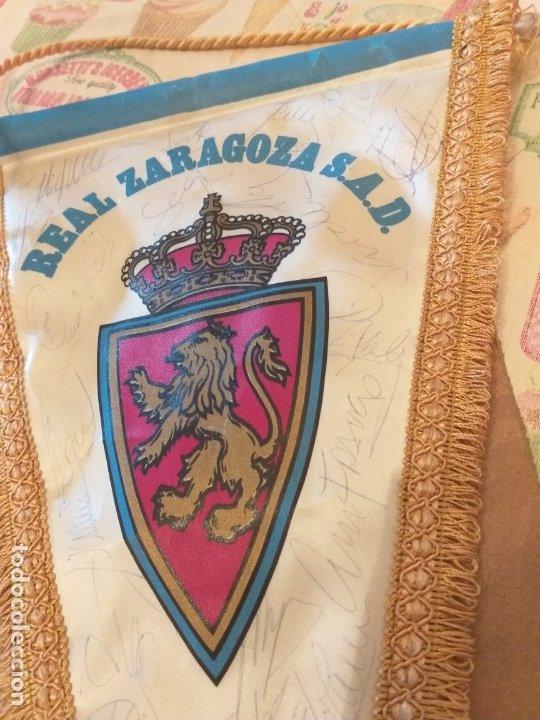 Coleccionismo deportivo: BANDERIN REAL ZARAGOZA S.A.D FIRMADO JUGADORES años 90 - Foto 3 - 179227466