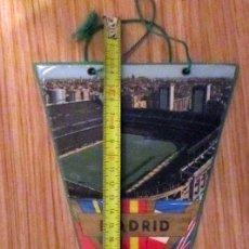Coleccionismo deportivo: BANDERIN FUTBOL PENNANT FOOTBAL ESTADIO SANTIAGO BERNABEU REAL MADRID STADIUM. Lote 180120611