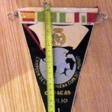 Coleccionismo deportivo: BANDERIN FUTBOL PENNANT FOOTBAL REAL MADRID CAMPEON PEQUEÑA COPA DEL MUNDO CARACAS 1956. Lote 180120751