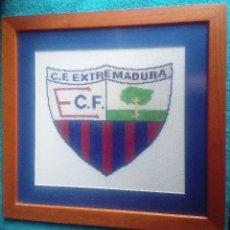 Coleccionismo deportivo: ESCUDO C. F. EXTREMADURA DE ALMENDRALEJO. Lote 180919821
