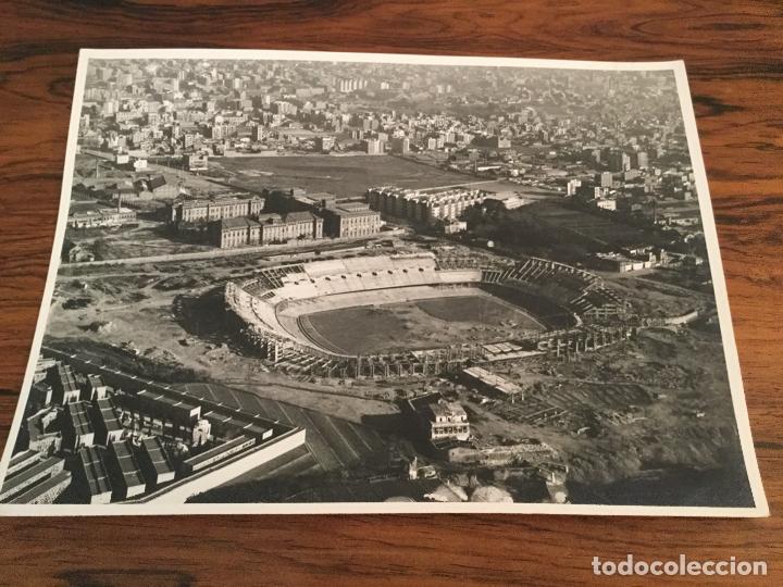 Coleccionismo deportivo: Fotografía Panorámica Y AEREA TAE. Edificación del Estadio Camp Nou del Fútbol Club Barcelona - 1956 - Foto 3 - 181692286