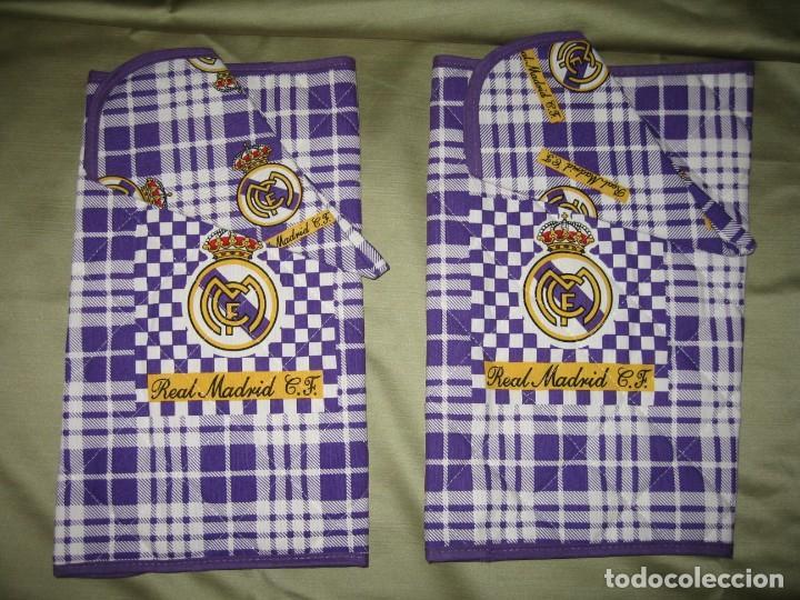 DOS MANTELES CON SERVILLETAS DEL REAL MADRID (Coleccionismo Deportivo - Banderas y Banderines de Fútbol)