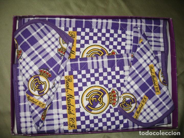 Coleccionismo deportivo: DOS MANTELES CON SERVILLETAS DEL REAL MADRID - Foto 5 - 184259255