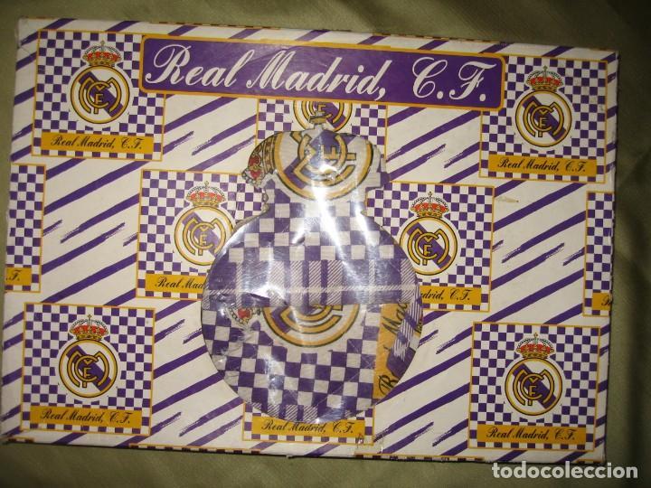 Coleccionismo deportivo: DOS MANTELES CON SERVILLETAS DEL REAL MADRID - Foto 6 - 184259255