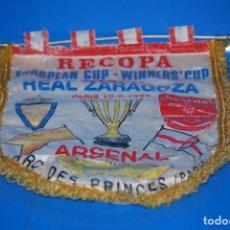 Coleccionismo deportivo: BANDERIN RECOPA EUROPEAN CUP - WINNERS´CUP FINAL REAL ZARAGOZA - PARIS 10-5-1995 ARSENAL . Lote 184319706